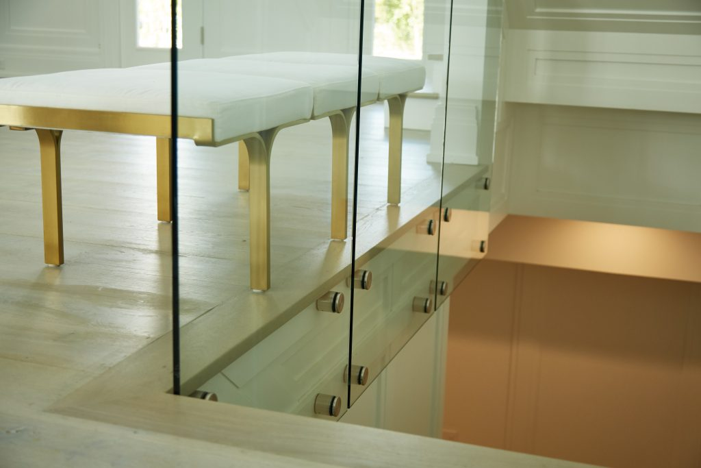 Glass railing system with standoff pins